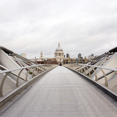 millennium bridge: St Paul Stock Photo