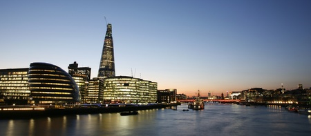 Londen Cityscape, met inbegrip van het stadhuis, gezien vanaf de Tower Bridge