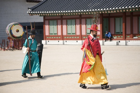 Seoul, South Korea - April 29, 2011: Korean royal guard on changing the official palace guard ceremony at Gyeongbok Palace, on April 29, 2011 in Seoul, South Korea.  Stock Photo - 13154678