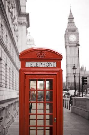 london big ben: Красная телефонная будка является одним из самых известных икон в Лондоне Фото со стока