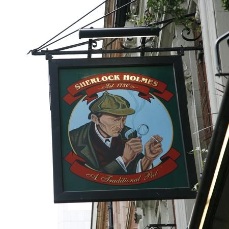 http://us.123rf.com/450wm/anizza/anizza1206/anizza120600202/14139121-londres-royaume-uni--06-mai-2012-enseigne-de-pub-anglais-maison-publique-connue-sous-le-nom-pub-de-b.jpg