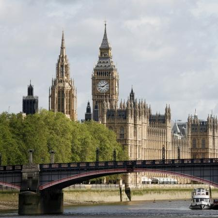 Londen skyline, Westminster Palace, de Big Ben en de Central Tower, gezien vanuit South Bank