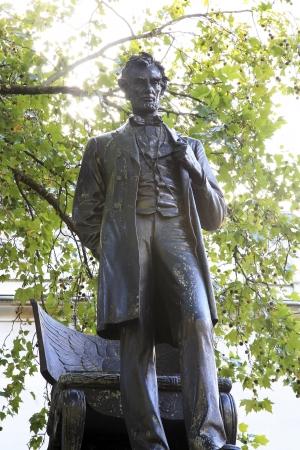 Lincoln statue in Parliament Square photo