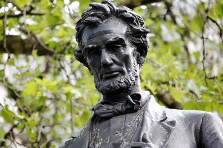 honestidad: Lincoln estatua en la Plaza del Parlamento Foto de archivo