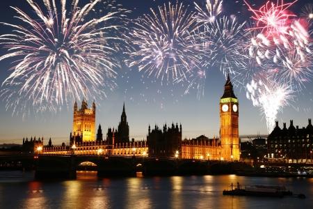 guy fawkes night: Fuochi d'artificio sopra Palazzo di Westminster visto da South Bank