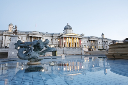 National Gallery en Trafalgar Square in de vroege ochtend