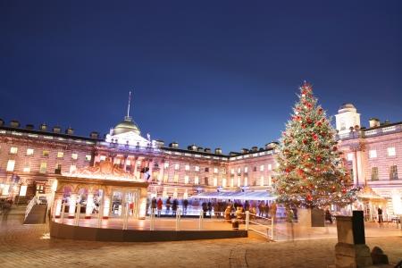 Night View van Somerset House in Strand, Londen. Redactioneel