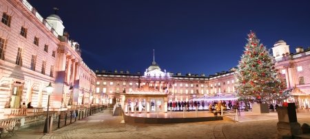 Night View of Somerset House in Strand, London.    Standard-Bild