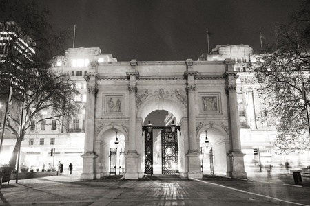 The Marble Arch, designed in 1825 by John Nash, completed in 1833, located in central London, near Oxford Street, to commemorate Britains victories in the Napoleonic Wars.