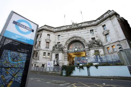 terminus: Londres, Reino Unido - 18 de noviembre de 2012: Vista exterior de la estaci�n de Waterloo, desde 1848, el centro de Londres terminal ferroviaria, la m�s transitada terminal ferroviaria, que se sirve 91.000.000 pasajeros entre los a�os 2010 - 2011. Editorial