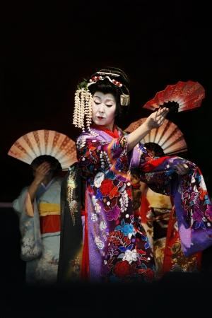 Londen, Verenigd Koninkrijk - 5 oktober 2013: Deelnemers, Hiroko Tanaka Nihon Buyo Team-Japanse dans, beïnvloed door Kabuki dans, in 2013 in Londen Japanse Matsuri (festival), diverse activiteiten voor alle leeftijden tevreden te houden bij de Japan Matsuri Festival op Trafalgar bevindt zich he