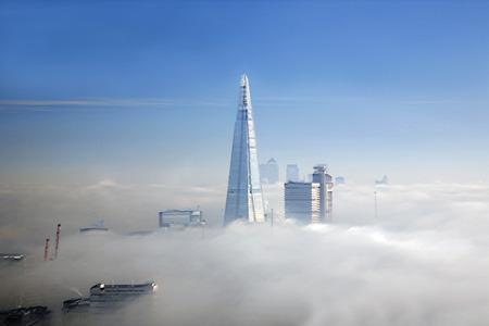The Shard and some skyscrapers in fog seen from London Eye  Banque d'images