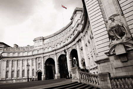 webb: Admiralty Arch, progettato da Sir Aston Webb, completata nel 1912, situato tra The Mall e Trafalgar Square