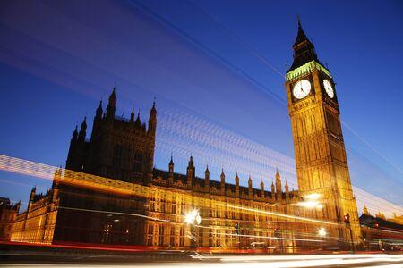 big: Palacio de Westminster, visto desde el puente de Westminster, en la noche