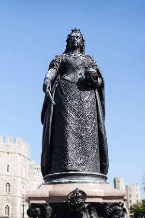 queen victoria: Statue Of Queen Victoria, Windsor, England