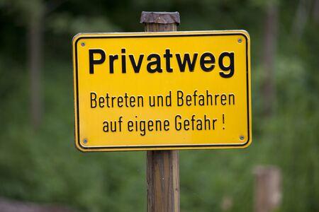 ownerships: Private Ground SignWarning in German language