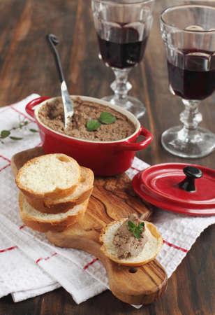 Beef Leberpastete auf Brot Standard-Bild - 16345903
