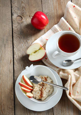 Apple-cinnamon oatmeal Standard-Bild