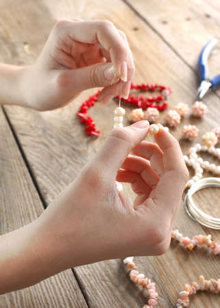 bead jewelry: Making a pearl necklace