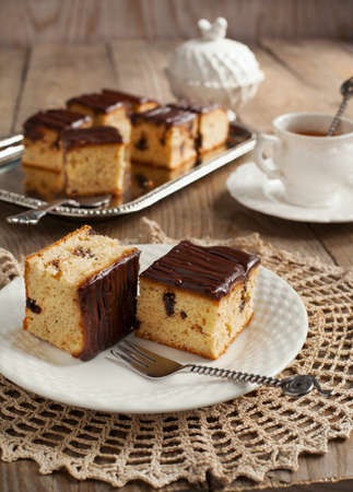 slice cake: Un Homemade Peanut Butter Cake con Gocce di Cioccolato