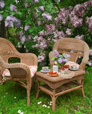 庭園で朝食 写真素材