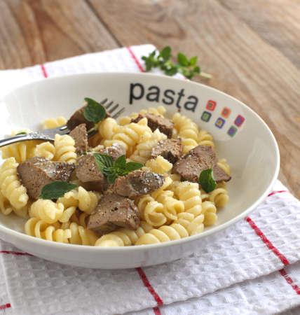 higado de pollo: Pasta Fusilli pasta con h�gado de pollo, el or�gano y queso parmesano