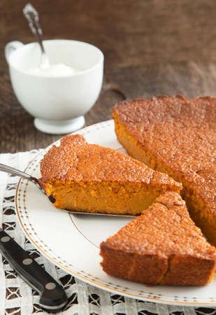 slagroom: Carrot cake en slagroom in beker