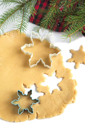 Cutting gingerbread cookies dough homemade for Christmas Imagens