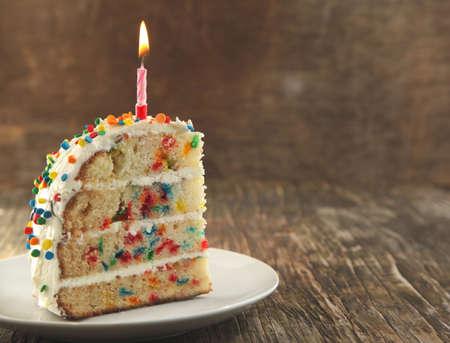 trozo de pastel: Vanilla Sprinkles Cake