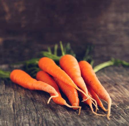 carrots: Zanahorias frescas