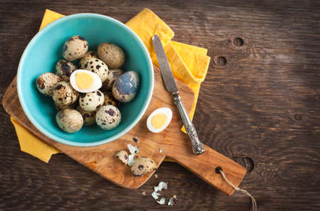 hard boiled: Fresh hard boiled quail eggs with shell beside on cooking board