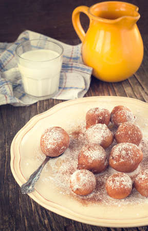 friture: Sugar and cinnamon fritters