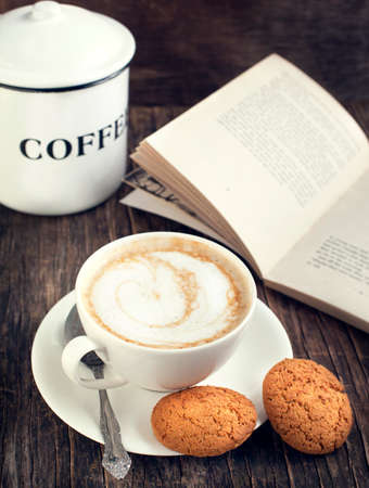 Imagen Taza de café y galletas de avena virada Foto de archivo - 26779620