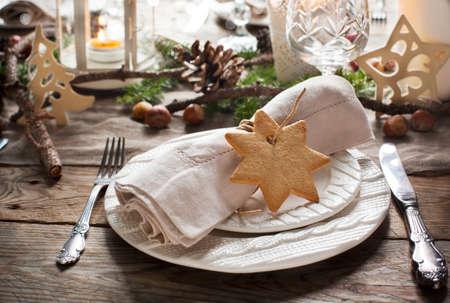 nastavení vánoční stůl. Dekorace sváteční. Reklamní fotografie - 33885833