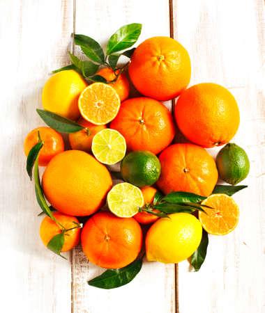 citrus fruit: Fresh citrus fruits with leaves