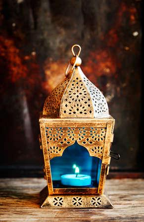 黄金阿拉伯语灯笼。