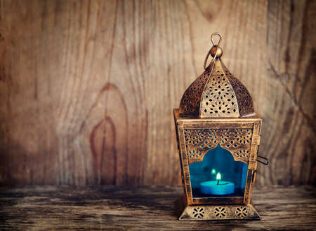 ゴールドのアラビア語ランタン