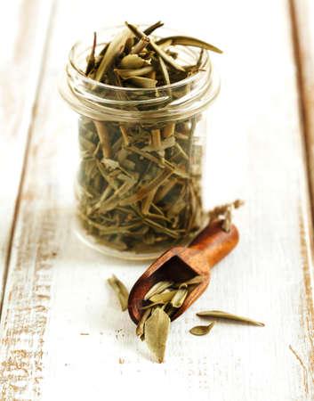 olive green: Dry olive leaves