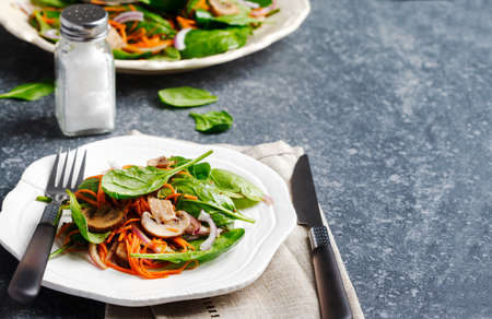 Spinach salad with sherried mushrooms and carrots