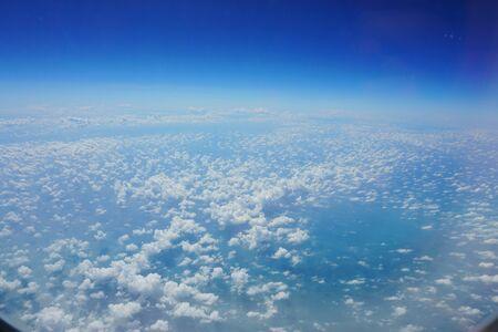 heaven?: vista desde el cielo se nubla la ventana del avi�n