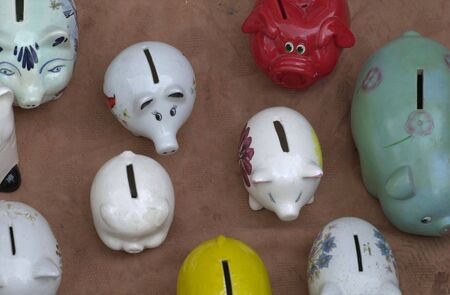 cuenta bancaria: piggy banks in different colors to save your money