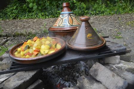 tajine meal made in garden on a beautiful autumn day Stockfoto