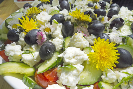 eatable: salad with goat cheese and flowers and eatable flowers