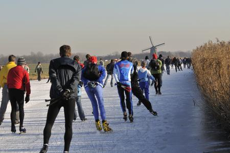 """Wijdewormer, Niederlande, 10. jan 2009. Mit Blick auf die """"bannetocht"""". Es ist eine Tour von 10,15 oder 30 Kilometer entlang der Dörfer in den Niederlanden. Standard-Bild - 68686275"""