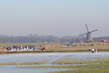 """Wijdewormer, Niederlande, 10. jan 2009. Mit Blick auf die """"bannetocht"""". Es ist eine Tour von 10,15 oder 30 Kilometer entlang der Dörfer in den Niederlanden. Standard-Bild - 68686270"""