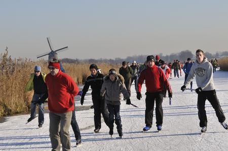 """Wijdewormer, Niederlande, 10. jan 2009. Mit Blick auf die """"bannetocht"""". Es ist eine Tour von 10,15 oder 30 Kilometer entlang der Dörfer in den Niederlanden. Standard-Bild - 68686238"""