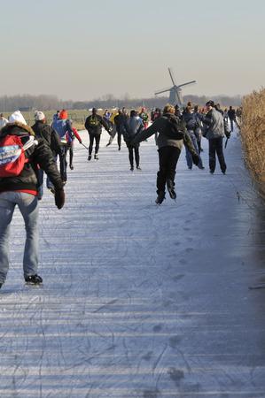 """Wijdewormer, Niederlande, 10. jan 2009. Mit Blick auf die """"bannetocht"""". Es ist eine Tour von 10,15 oder 30 Kilometer entlang der Dörfer in den Niederlanden. Standard-Bild - 68686114"""