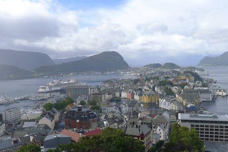 Bella città alesund Norvegia con case colorate Archivio Fotografico