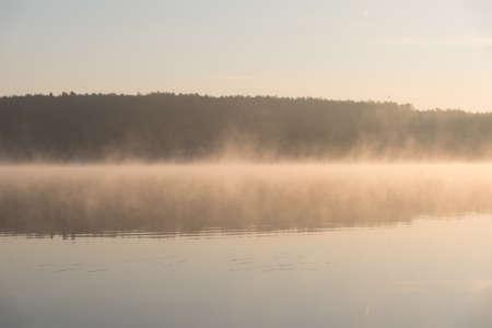 빛 안개와 호수 (Zalew Chancza, 폴란드) 이상한 일출