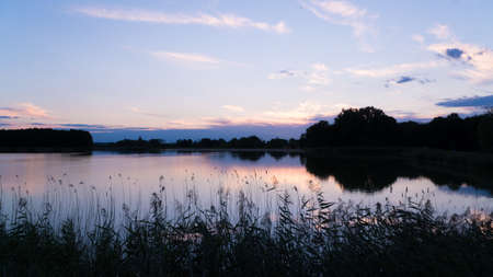 호수의 차분한 표면